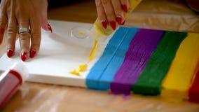 Arc-en-ciel de peinture sur la toile, fierté gaie, concept de transsexuality photo libre de droits