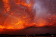 Arc-en-ciel de soirée au coucher du soleil photo libre de droits