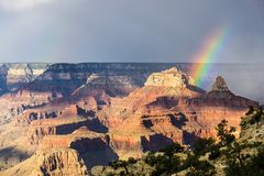 Arc-en-ciel de vue de Grand Canyon Image libre de droits