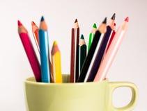 Arc-en-ciel des crayons photographie stock libre de droits