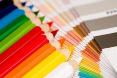 Arc-en-ciel des crayons colorés Images libres de droits