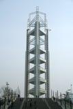 Arc-en-ciel des lumières sur la tour olympique Pékin Photos stock
