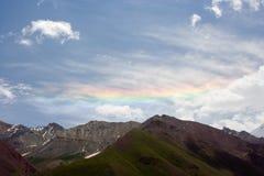 Arc-en-ciel en montagnes de Pamir Images stock