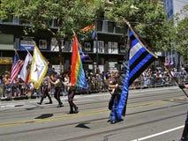 Arc-en-ciel homosexuel de fierté et indicateurs multicolores Photo libre de droits