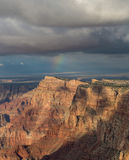 Arc-en-ciel impressionnant au-dessus de jante de sud de Grand Canyon, Arizona, USA Photographie stock libre de droits