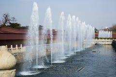 Arc-en-ciel interdit débordant de forge de fontaines Photo libre de droits