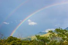 Arc-en-ciel naturel de pays Image stock