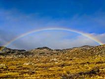 Arc-en-ciel parfait dans le désert d'Anza Borrego photographie stock libre de droits