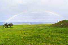 Arc-en-ciel près des Rois Beach et Victor Harbor, Australie du sud parité Image stock