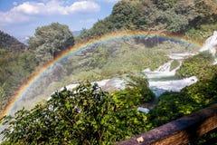 Arc-en-ciel sur des cascades du ` s de Marmore Photographie stock