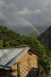 Arc-en-ciel sur le ciel nuageux, Sikkim Image libre de droits