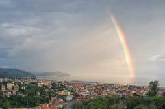 Arc-en-ciel sur le Golfe de Tigullio - mer ligurienne - Chiavari - l'Italie Photos libres de droits