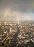 Arc-en-ciel sur les voies du sud-est de Londres Photo libre de droits