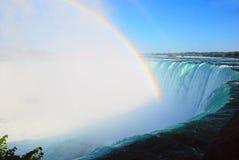 Arc-en-ciel sur Niagara Falls Image libre de droits