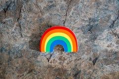 Arc-en-ciel sur un fond de marbre Concept pour le mois de fierté gaie, lesiban, l'homosexualité et le mariage homosexuel images libres de droits
