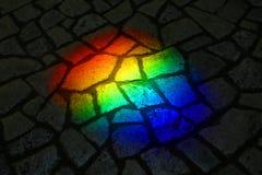 Arc-en-ciel sur une rue images libres de droits