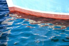 Arc et sa réflexion en mer Photo stock