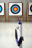 Arc, flèches et cibles de tir à l'arc Photo stock