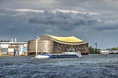 Arca do ` s de Noah e barca do interior imagens de stock