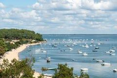 Arcachon Baai, Frankrijk, mening over de baai in de zomer Stock Afbeeldingen