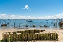Arcachon Baai, van Frankrijk, van het strand en van de oester landbouwbedrijf stock foto