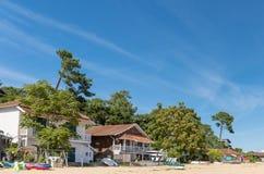 Arcachon-Bucht, Frankreich, Häuser auf dem Strand stockbilder