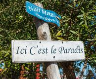 Arcachon fj?rd, Frankrike Dekorativt underteckna in ostronporten av Gujan Mestras royaltyfria foton