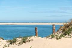 Arcachon fj?rd, Frankrike: stranden Petit Nice framme av sandbanken av Arguin och n?stan dyn av Pilat royaltyfri fotografi