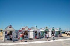 Arcachon, França, escritórios de bilhetes para barcos tropeça Foto de Stock