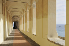 Arcada #3 do St Chiara, imperia imagem de stock royalty free