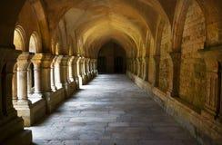 Arcada, abadía de Fontenay, Francia Imágenes de archivo libres de regalías