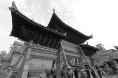 Arcada adornada del templo del chenghuangmiao de xian, imagen blanco y negro Imagen de archivo