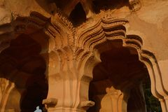A arcada altamente ornamentado de Lotus Mahal é chamada de outra maneira Kamal Mahal ou o Chitragani Mahal, Hampi, Karnataka, Índ imagens de stock