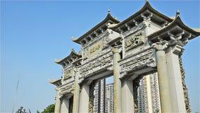 Arcada chinesa com a pedra que cinzela zumbir vídeos de arquivo