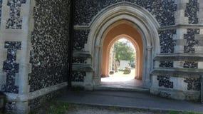 A arcada da igreja 700 anos velha, história fez para que todos ver imagem de stock royalty free