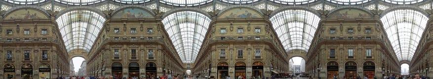 A arcada de compra interna na galeria Vittorio Emanuele II imagens de stock royalty free