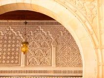 Arcada de Kairouan y detalle adornados de las tallas Fotografía de archivo libre de regalías