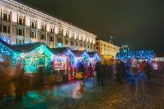 Arcada de las compras de la Navidad de la ciudad con un nuevo Year&#x27 festivo; attribu de s Foto de archivo