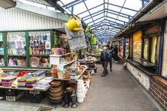Arcada de las compras en el mercado Stary Kleparz en Kraków Fotografía de archivo