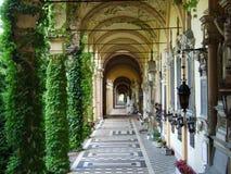 Arcada do cemitério de Mirogoj foto de stock royalty free