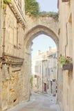 Arcada em Saint Emilion, Bordéus, França fotografia de stock