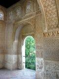 Arcada en Alhambra en Granada, España Fotos de archivo libres de regalías