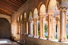 Arcada en el claustro de Basilica di San Zeno Imágenes de archivo libres de regalías