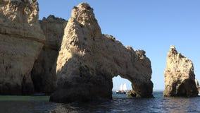 Arcada natural en gruta almacen de video