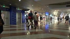 Arcada subterrânea da compra na estação de trem de Florença Italy vídeos de arquivo