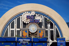 Arcada video en los mundos Tomorrowland de Disney imagen de archivo libre de regalías