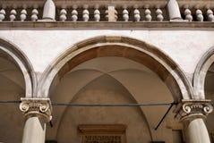 Arcadas del renacimiento. Castillo real de Wawel en Cracovia Imagen de archivo libre de regalías