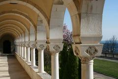 Arcadas y configuración Royal Palace del jardín fotografía de archivo libre de regalías