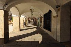 Arcade, δήμαρχος Plaza Caceres, Εστρεμαδούρα, Ισπανία Στοκ φωτογραφία με δικαίωμα ελεύθερης χρήσης