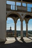 Arcade, διάδρομος και στήλες σε Coimbra& x27 παλάτι του s: Αρχιτεκτονική μέσα Στοκ εικόνες με δικαίωμα ελεύθερης χρήσης